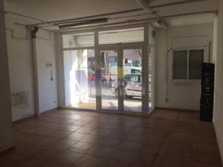 Rent Business premise in L´Ametlla de Mar. Local comercial en la rambleta en alquiler sin tr