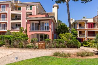 Semi detached house in Carrer chopin, santa ponsa, 5. Hermosa adosada con vista al mar