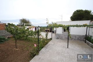 Urban plot  Carrer vinyet. Terreno con casita