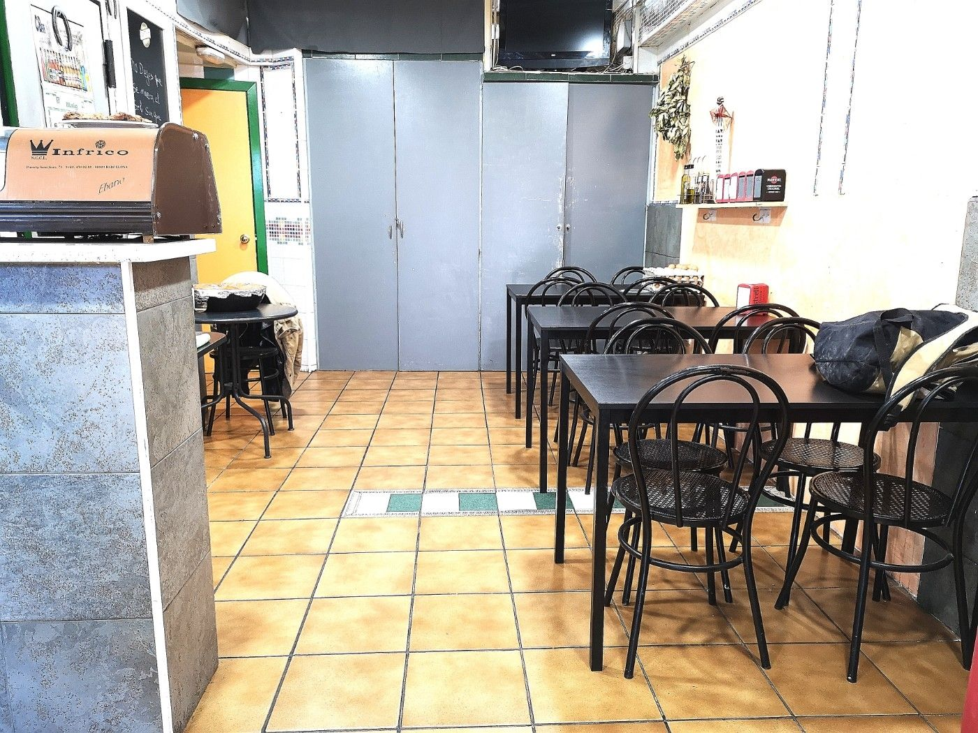 Traspàs Bar en Can Jofresa. Oportunidad bar rentable