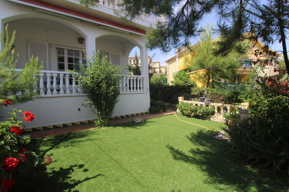 Casa adosada en Passeig fondat, 26. Casa adosada con jardín privado