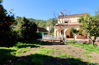 Haus in Avinguda montsant, 12. Con piscina y jardin