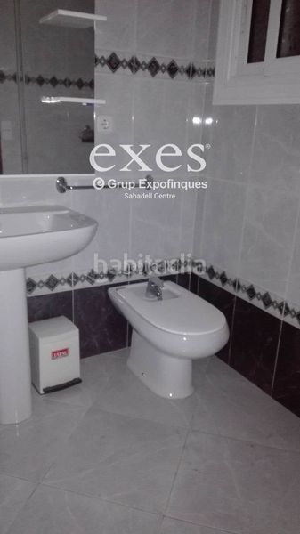 Baño completo. Location appartement avec chauffage dans Centre Sabadell
