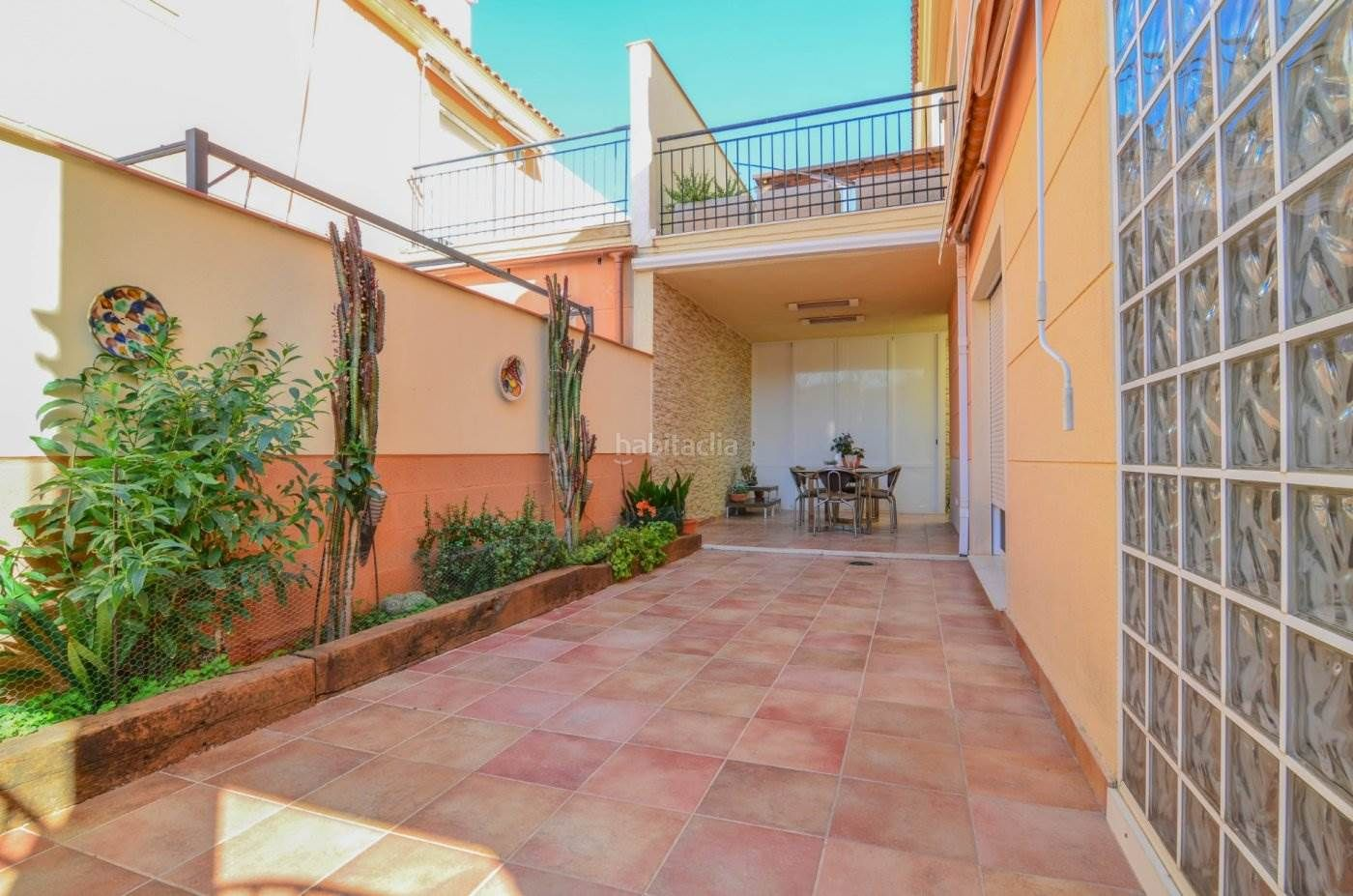 Semi detached house in Albuixech. Adosado a la venta en albuixech