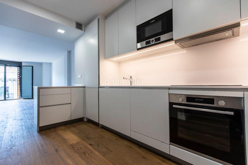 Carrer Enric Granados, 66 Edificio viviendas Barcelona