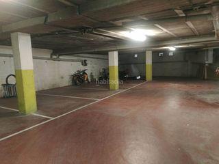 Car parking in Poble. Plaza aparcamiento en el centro del pueblo de calonge