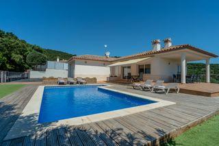 House in Cabanyes-Mas Ambrós-Mas Pallí. Casa bonita de 5 dormitorios con piscina y amplio garaje en calo