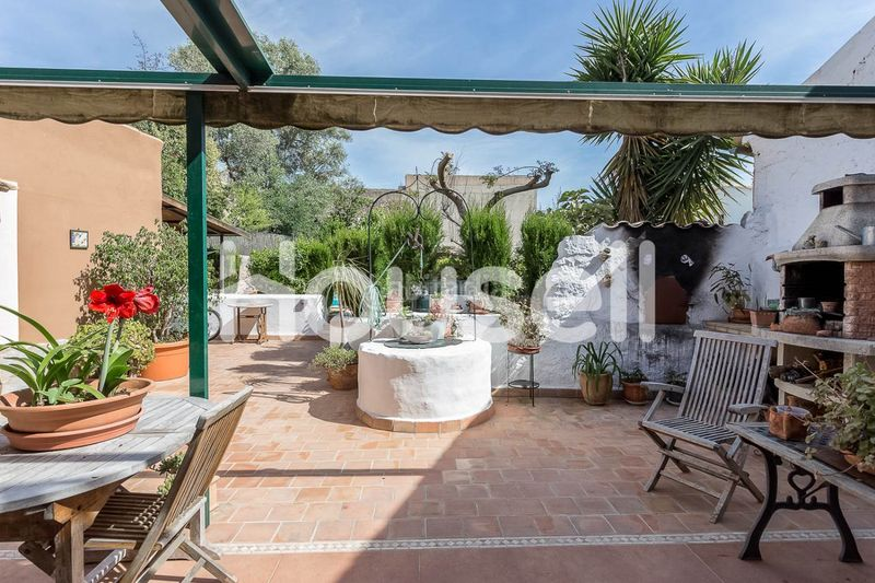 DCIM-10. House with parking pool in Consell