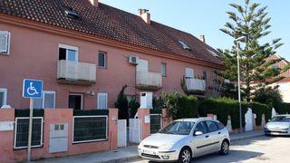 Casa adosada Calle San Isidro, 78. Adosado con piscina privada