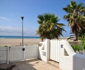 Casa Carrer Pescadors. Casa en primera línea de playa