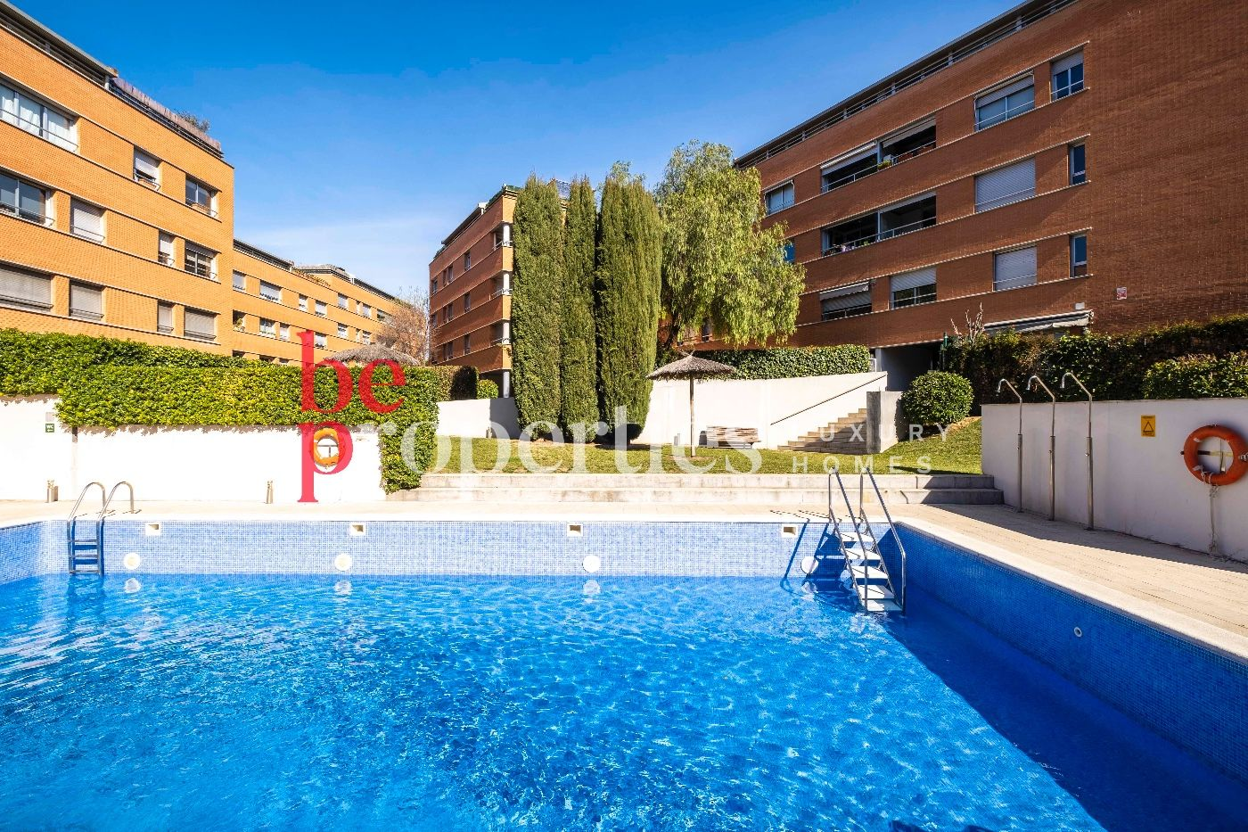 Rent Flat  Carrer torrent de ferrussons. Terraza, piscina, pk y trastero