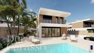 House in Terramar-Vinyet. Obra nueva con vistas al mar