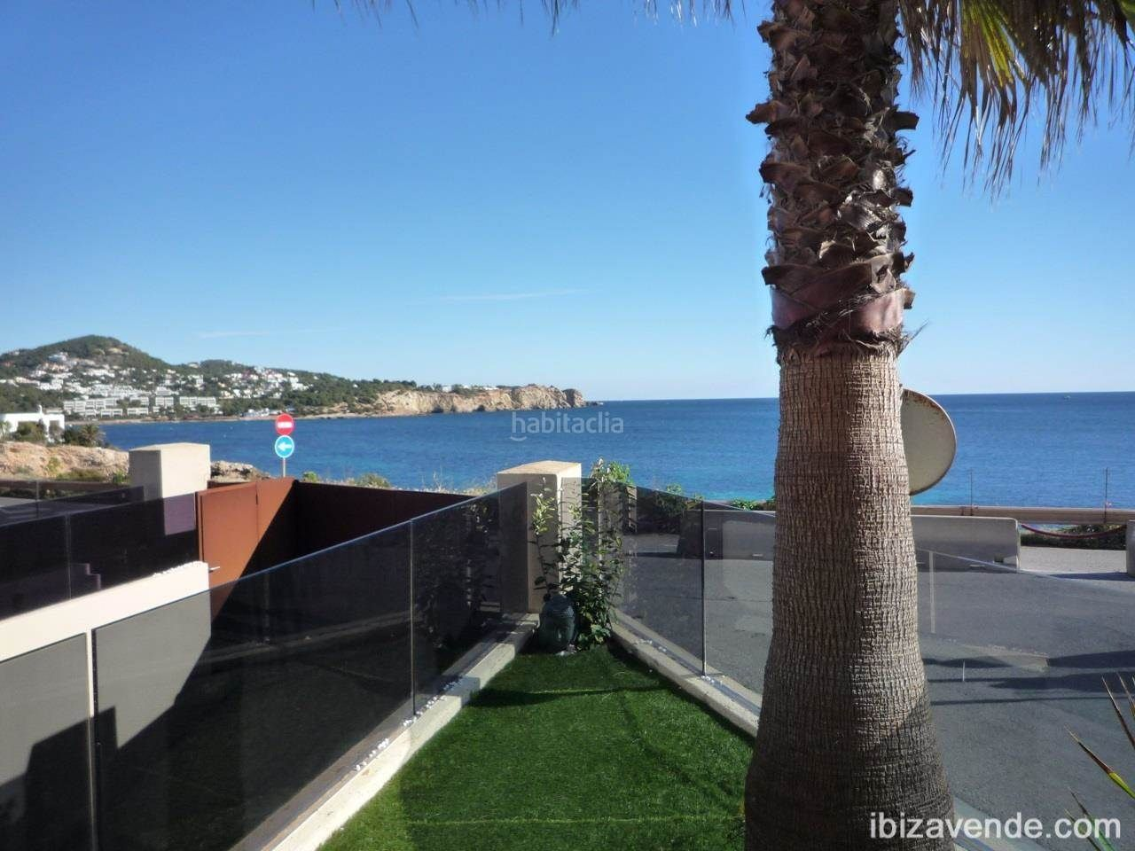 Rent Semi detached house in Marina Botafoc-Talamanca. Fantástica casa en botafoc con impresionantes vistas al mar