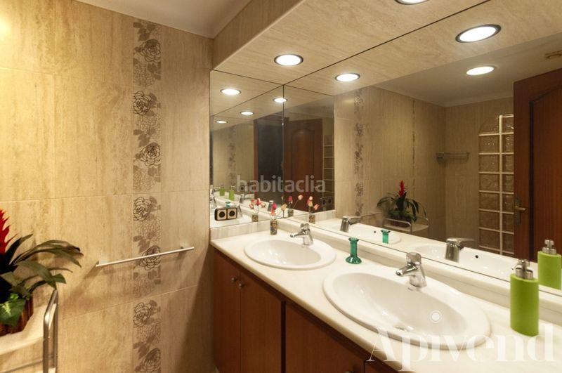 Baño con ducha italiana. Apartment with heating in Centre Roses