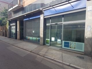 Lloguer Local Comercial a Carrer rec, 21. Local + altell