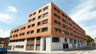 Rent Apartment in C/ ferran casablanques. Residencial zurbano