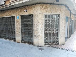 Locale commerciale  Carrer creu. Local comercial esquinero