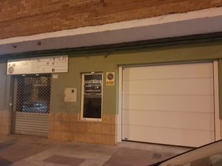 Lloguer Local Comercial  Avenida poble nou. Local  comercial con cochera