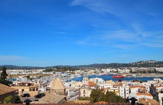 Rent Apartment in Dalt Vila-La Marina. Anual, dalt vila c/ vista al mar