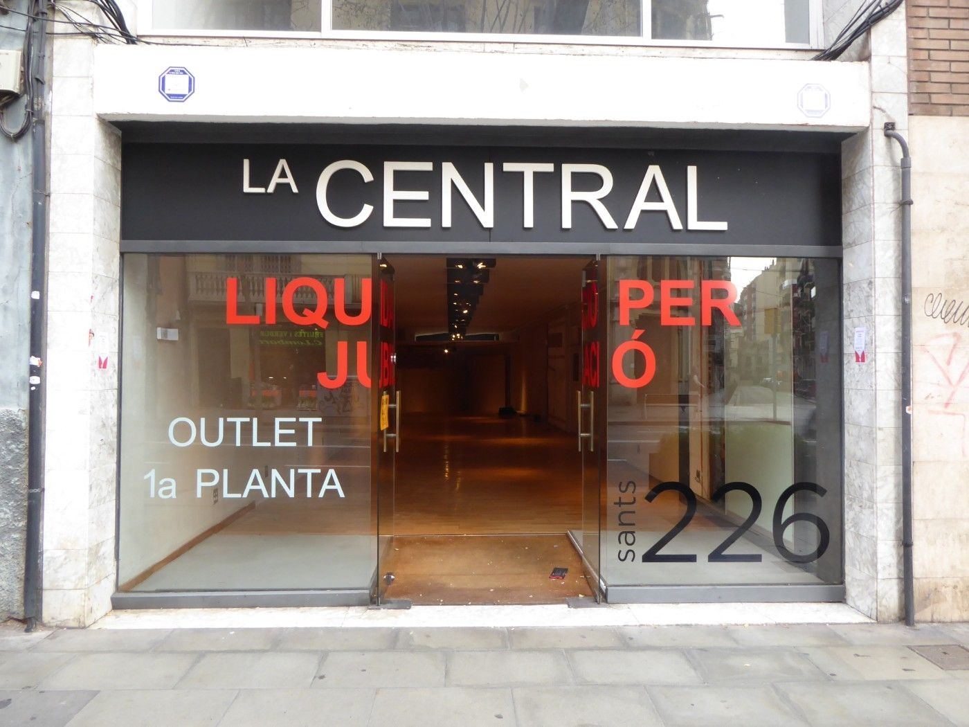 Alquiler Local Comercial en Carrer sants, 226. Local en la c/ sants 226