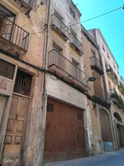 Semi detached house in Carrer sant antoni, 76. Gran casa de 5 plantas y 208m2