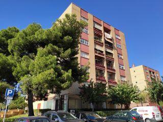 Appartement dans Carrer riu montsant, 11. Piso 4 habitaciones y 2 wc