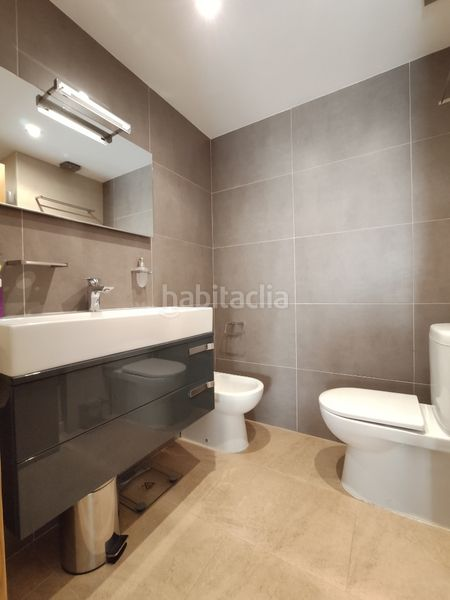 Baño-1 suite. Towny house with fireplace heating parking pool in Morell (El)