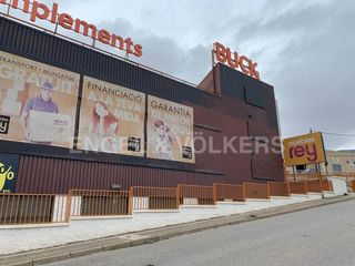 Local industrial en Can Parellada. Venta nave comercial en les fonts, terrassa