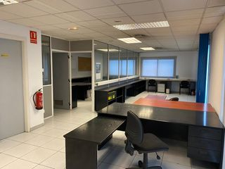 Rent Office space  Carrer lleida. Equipada