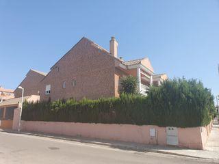 Casa en San Antonio de Benagéber. Chalet pareado