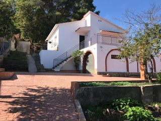 Haus in Vallirana. Urb.el lledoner parcela 1.073m2