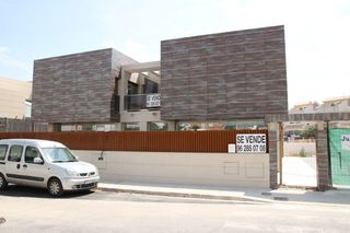 Semi detached house in Ligori ferrer 22. Obra nueva.