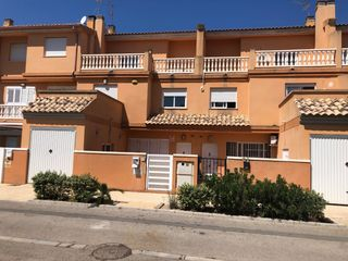 Semi detached house in Calle albalat de la ribera, 38. Adosado en bulevar del xuquer.