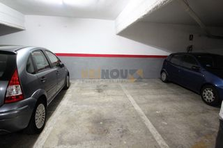 Parking coche  Carrer violant d´hongria reina d´arago. Parking en sants