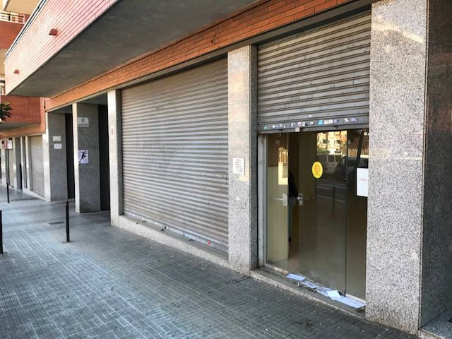 Local Comercial  Carrer josep marieges. Local en sant boi