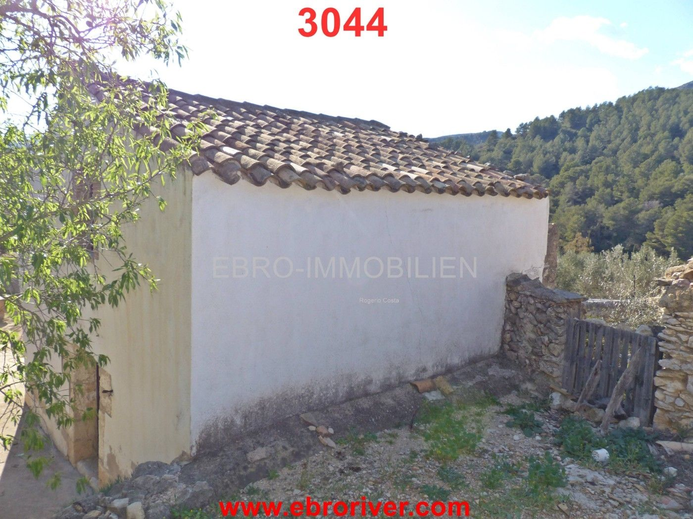 Country house in Tortosa. 3044- masia en zona tranquila