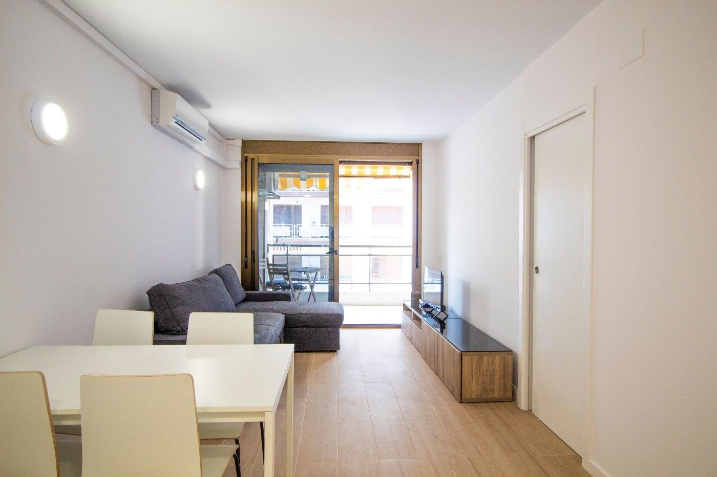 Miete Appartement  Carrer sant jaume. Reformado con piscina