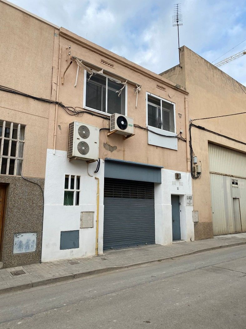Industrial building in Carrer joaquim costa, 12. Edificio industrial montgat!