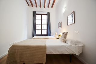 Holiday lettings Apartment  Carrer hostals. Zona sindicato