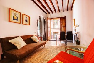 Holiday lettings Apartment  Carrer jovellanos. Céntrico