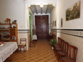House in Calle colon, 32. Con muchas posibilidades