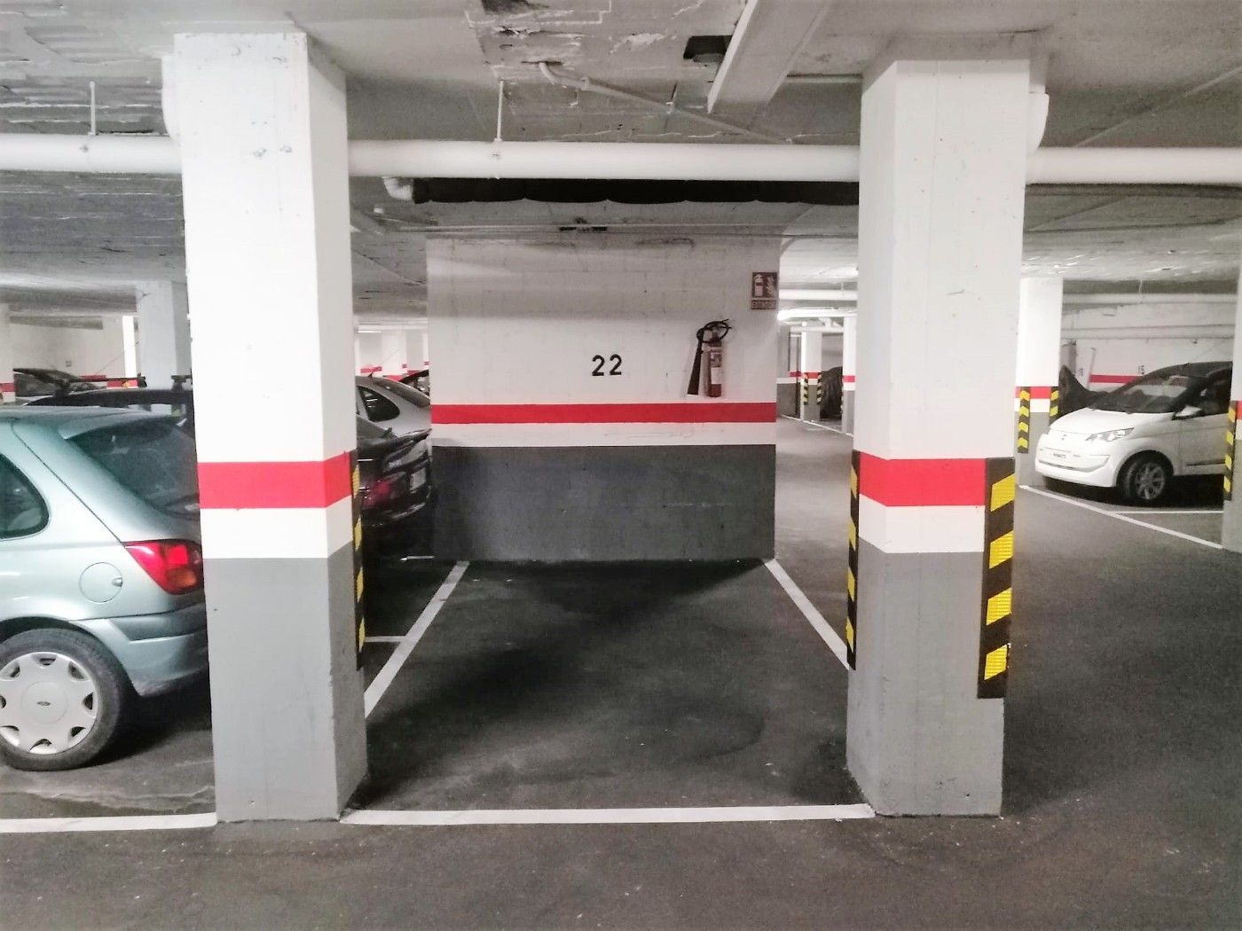 Car parking  Carrer sol i padris. Plaza parquing