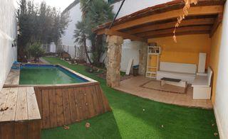 Casa  Carrer segarra. Casa con jardín, 4 hab., garaje