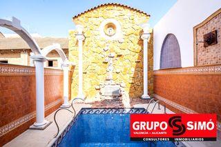 Haus  Calle valencia. Casa con piscina en massanassa