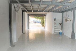 Local Comercial  Carrer font del gat. Ampli local  de 100 m2
