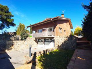 Casa  Bellaterra. Excelente ubicación
