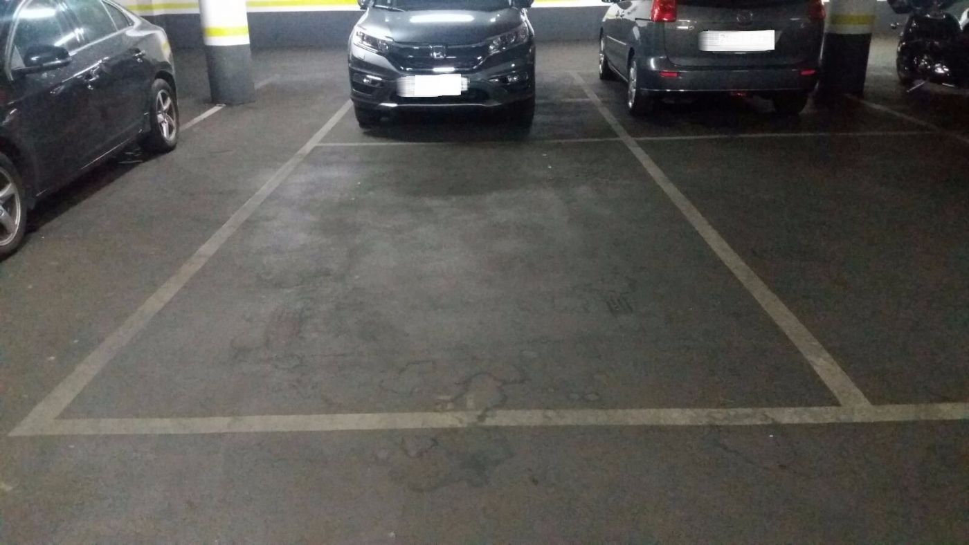 Car parking in Carrer jose agustin goytisolo, 25. Plaza de parking en el centro