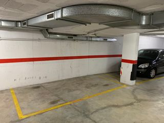 Location Parking voiture  Carrer verge del pilar. Parking y trastero en el centro