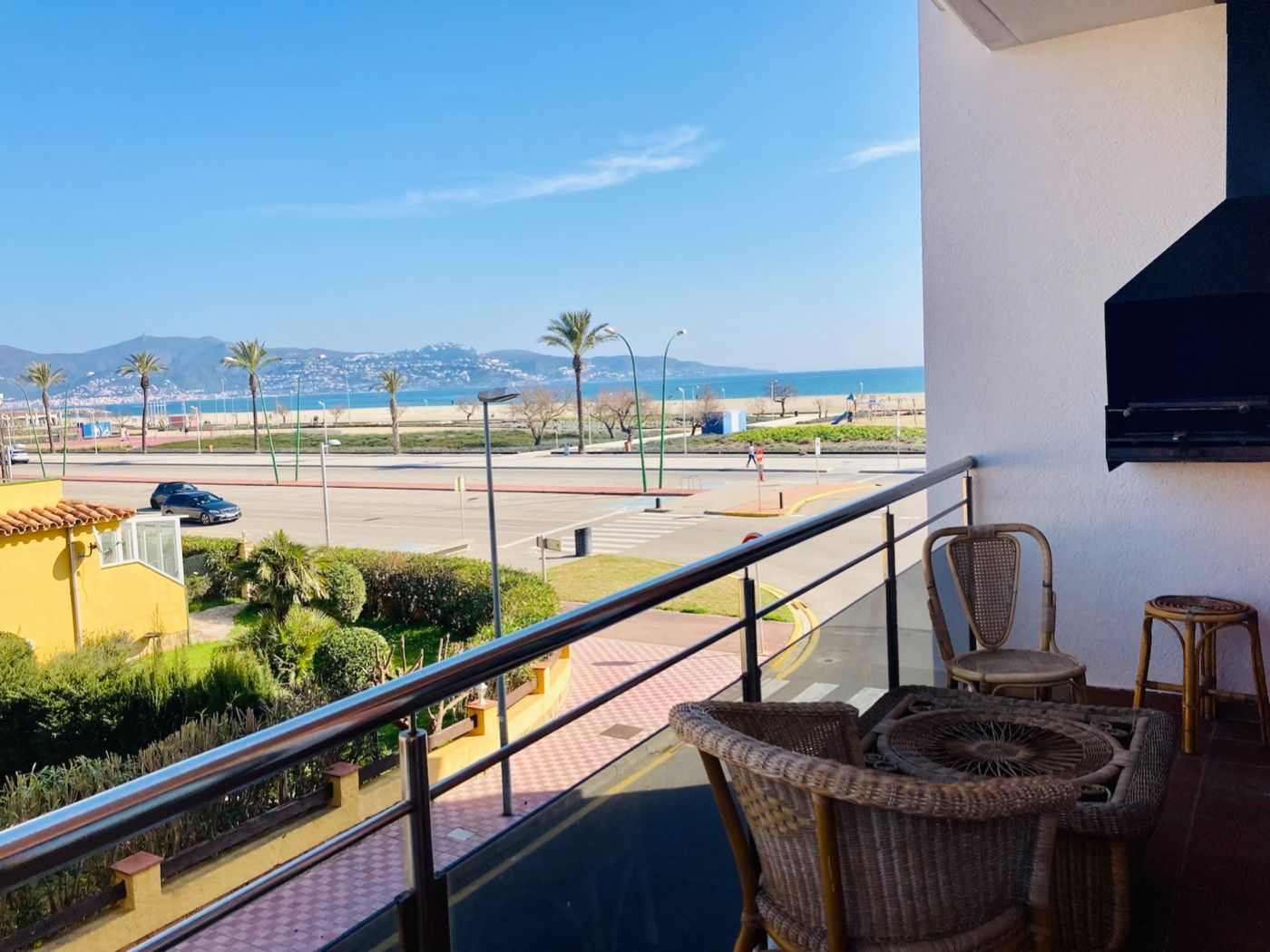 Rent Apartment in Paseo maritimo, sn. Piso en frente al mar