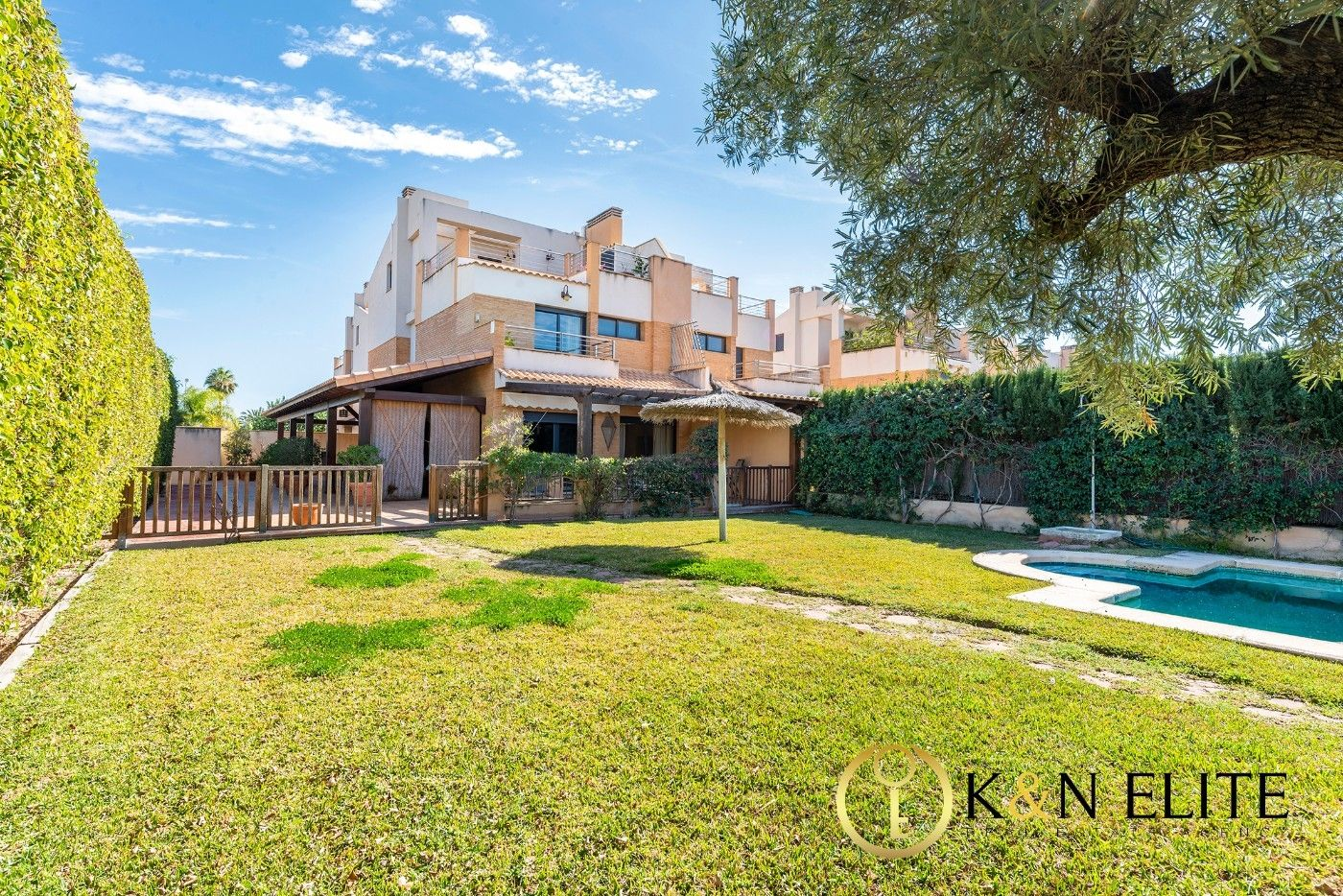 Semi detached house in Avenida fabraquer, 47. Fabuloso chalet en villa marco